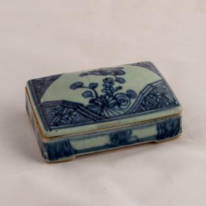 Scatola stondata con scritte interne Periodo Chia Ching della dinastia Ching (1796-1820)