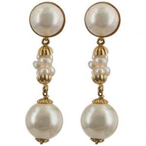 Ohrringe mit Perlen in Gold montiert