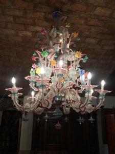 Hermosa lámpara de araña Ca'Rezzonico en vidrio coloreado con 16 luces
