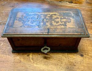 BOÎTE BOX IN WALNUSS - XVII JAHRHUNDERT