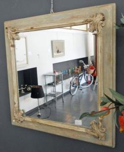 Specchio provenzale in legno decapato Art 5900