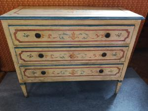 Lacquered Tuscan chest of drawers