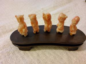 Cinco estatuetas de coral chinesas