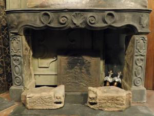 chp140 chimenea de piedra tallada medidas. ancho cm 160 xh 105 x prof. 32 cm