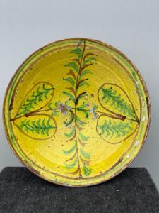Керамическая тарелка из ангоба с «популярным» декором со стилизованными геометрическими элементами Частично застекленная «Verso» Калабрия.