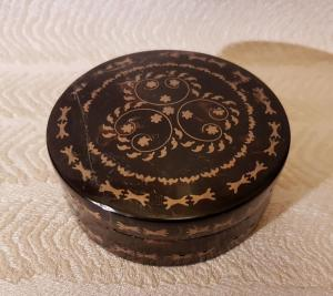 Gold and turtle snuffbox