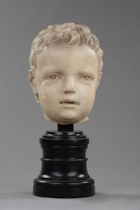 Cabeza de niño de mármol