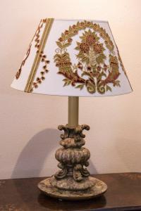 Lampada in legno laccato del '900