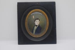 Miniatura sobre marfil, retrato de un joven noble de principios del siglo XIX.