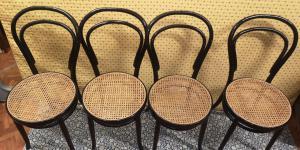 4把高脚椅