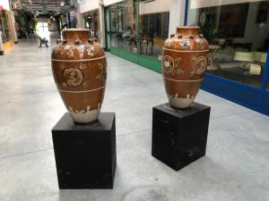 Par de jarrones de terracota vidriada