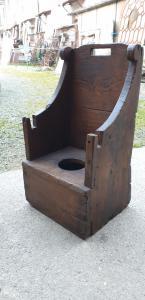Sedia rustica di montagna in legno di castagno
