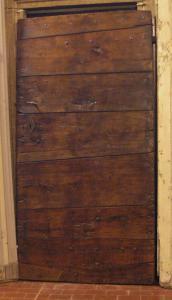 ptcr309 - puerta con clavos de alerce mis. cm 99 x 193 x 5 grosor
