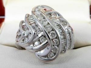 a4412153e0b7 Anillo de oro blanco de 14 quilates de diamantes. Tot. 0.89 quilates