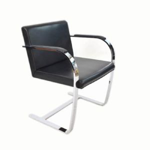 FOUR BRNO STYLE KNOLL ARMCHAIRS IN BLACK LEATHER AND STEEL STRUCTURE