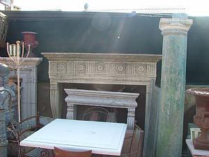 chimenea de piedra de época al estilo del siglo 900