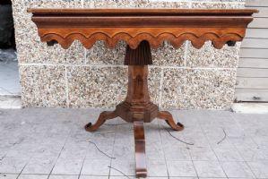 Tavolino intagliato e intarsiato '800