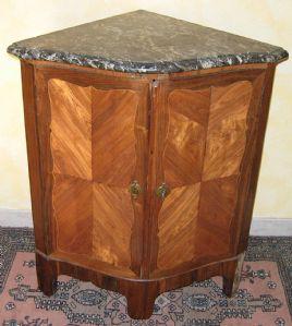 Angoliere antiche del 700 angoliere antiche mobili antichi for Mobili quadrifoglio