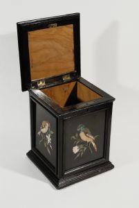 Cigar box, Florence, around 1850, ebony and semi-precious stones.