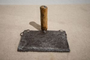Antico attrezzo per cardatura in ferro finemente lavorato XVII secolo