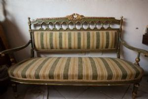 '800 sofa to be restored