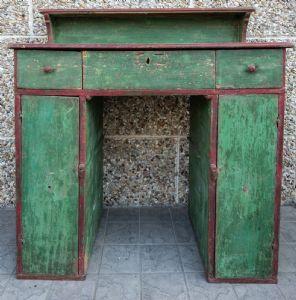 Письменный стол 700 г. с расписными ящиками будет восстановлен