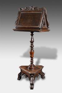 Atril de madeira de nogueira do século 17 raro