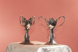 par de vasos de prata