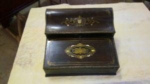 Scrittoio da viaggio da donna  Napoleone III in palissandro, con intarsi in madreperla, ottone tartaruga.