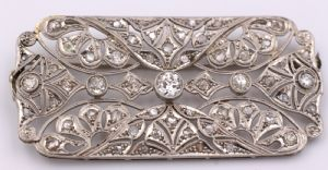 Platinum platinum brooch fully covered with brilliant cut diamonds, 20/30 years
