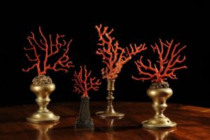 Coral branches mounted on fragments of bronze candlesticks from 500/600 '
