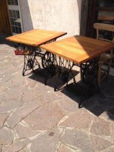 Coppia tavoli da esterno con piano in castagno (anni 70) su telaio macchine da cucire Singer dei primi del 900