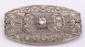 Art Deco brooch in platinum and diamonds