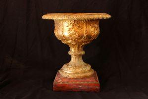 Coppa in bronzo dorato su base in marmo, XIX secolo