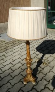 Candelabro in legno dorato da tavolo.montato a luce XVIII° sec.