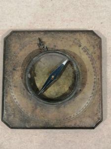 Seltener und bedeutender Messingkompass aus dem 18. Jahrhundert