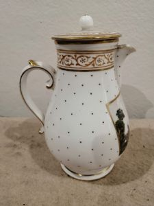 Capodimonte porcelain milk jug '700 with small imperfections on the spout