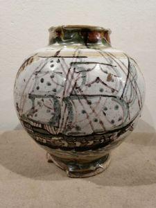 Vaso de cerâmica representando um veleiro intacto com lascas na base - século 16