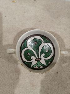 Cuenco de cerámica de doble cara del siglo XV con 2 asas - pequeñas lágrimas