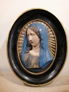 Oficina de cerâmica policromada Madonna do final do século 18 Ballanti Graziani Faenza com moldura de madeira coeva