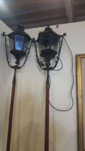 Due lampioni da esterno in ferro battuto prima metà dell'800