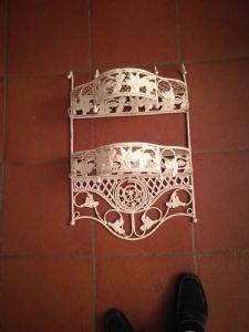 Elemento in ferro battuto laccato bianco con ripiani adatto a bagni porta asciugamani o bottiglie cm.60 x 40