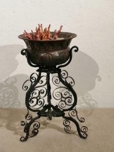 18世纪的铁和铜小型火盆