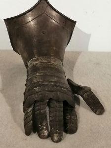 Armadura de antebraço (vambrace) de 1800