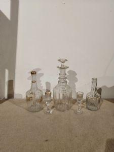 3 bottiglie e 2 bicchierini del '700 in vetro