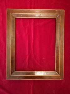 Cornice in noce lastronato e filettata in legno di acero. luce cm.37 x 28