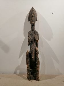 Escultura femenina de madera Bambara Mali de finales del siglo XIX - Deficiencias