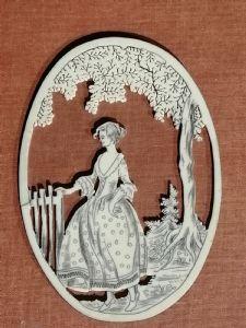 Oval aus dem 19. Jahrhundert in Elfenbein