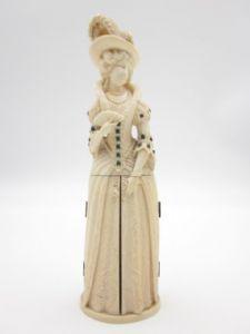 scultura femminile in avorio Francia