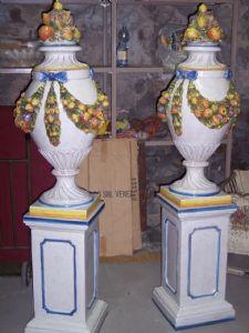 Coppia di grandi vasi di basano